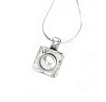 Square pendant with freshwater pearl